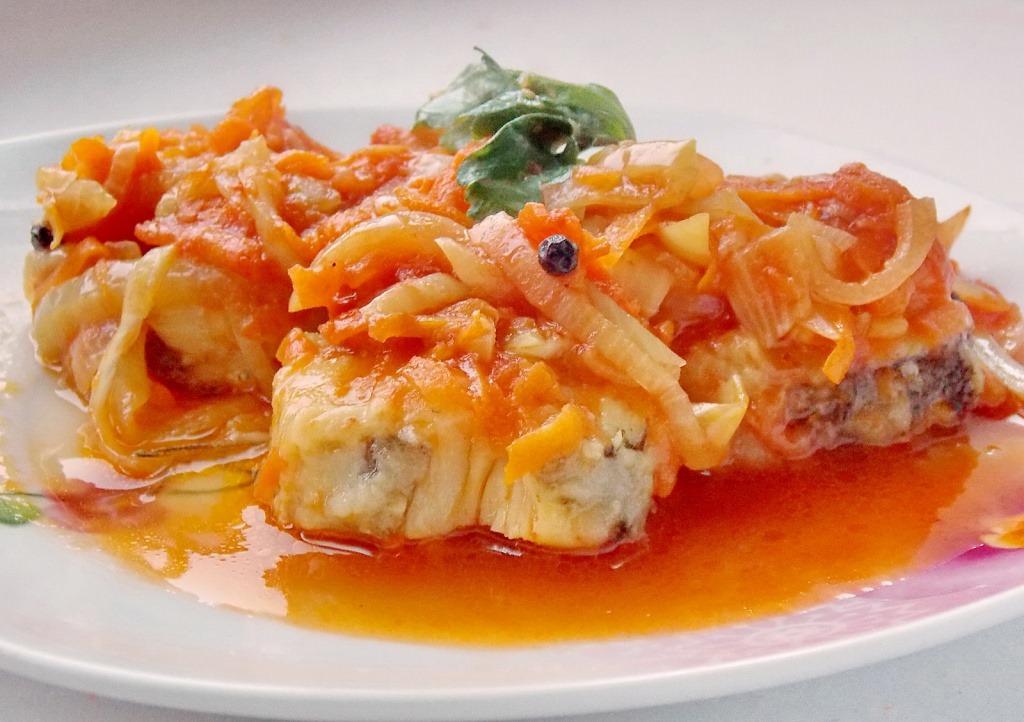 рецепт тушеной рыбы с морковкой в духовке рецепт