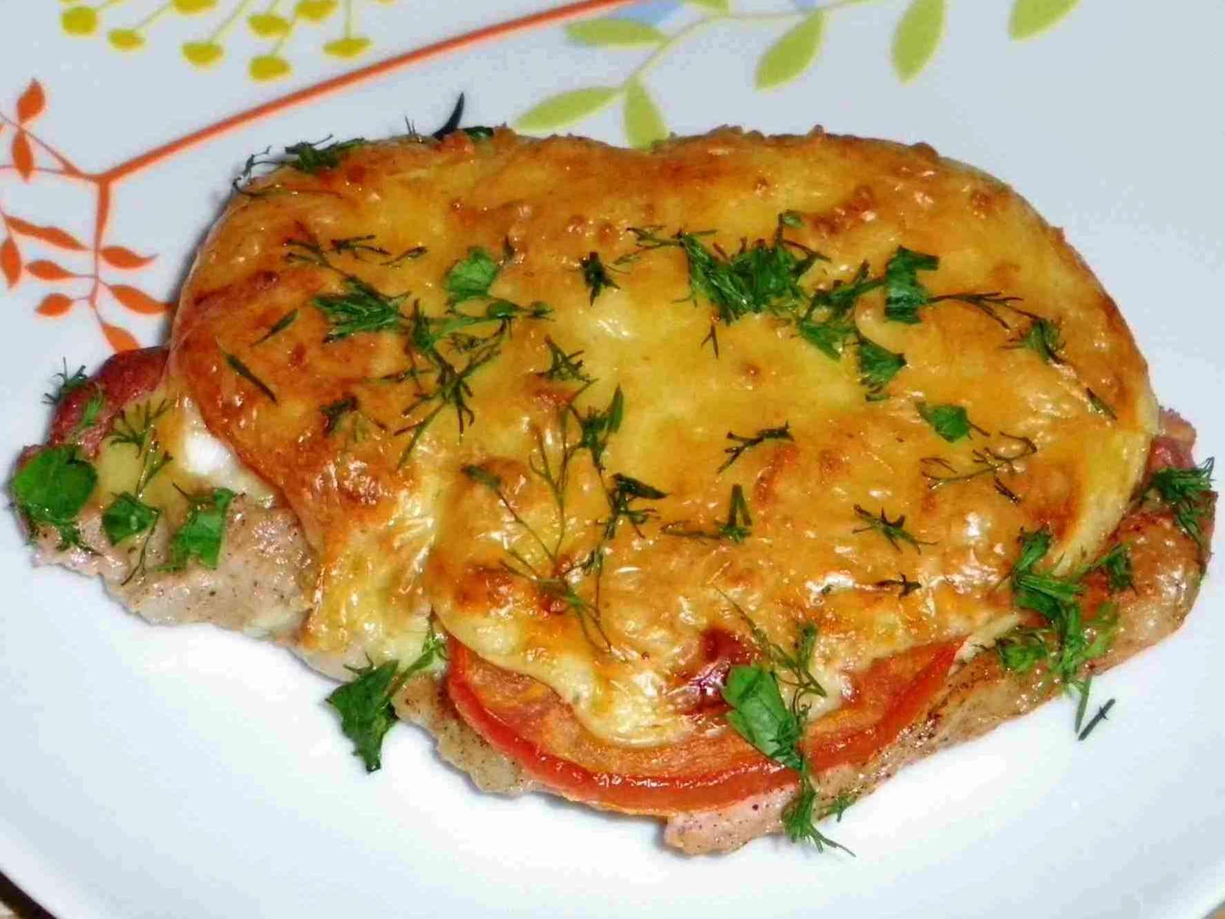 Вырезка из говядины в духовке с помидорами и сыром рецепт